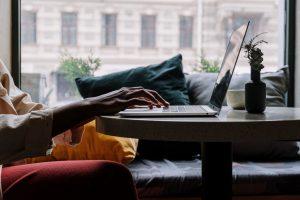 Co musisz wiedzieć przed zakupem laptopa