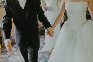 Ciesz się dniem ślubu dzięki tym prostym krokom.