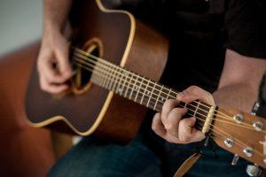 Wskazówki dotyczące nauki gry na gitarze
