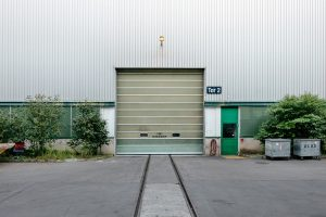 Czym kierować się przy wyborze bramy garażowej?