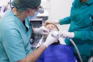 Sprawdzone sposoby na profesjonalne wybielanie zębów